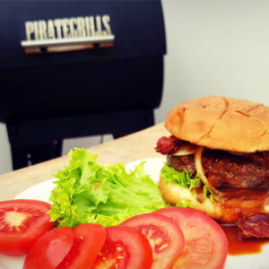 Pelletgrill-Hamburger angerichtet