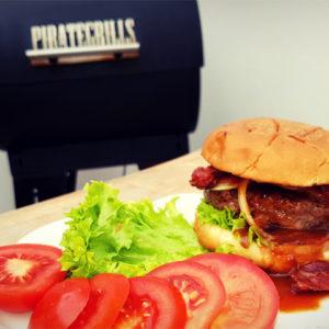 Pelletgrill-Hamburger angerichtet